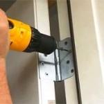 Sửa bản lề cửa gỗ chuyên nghiệp giá cả cạnh tranh