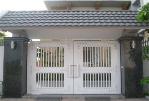 Cửa cổng làm bằng sắt