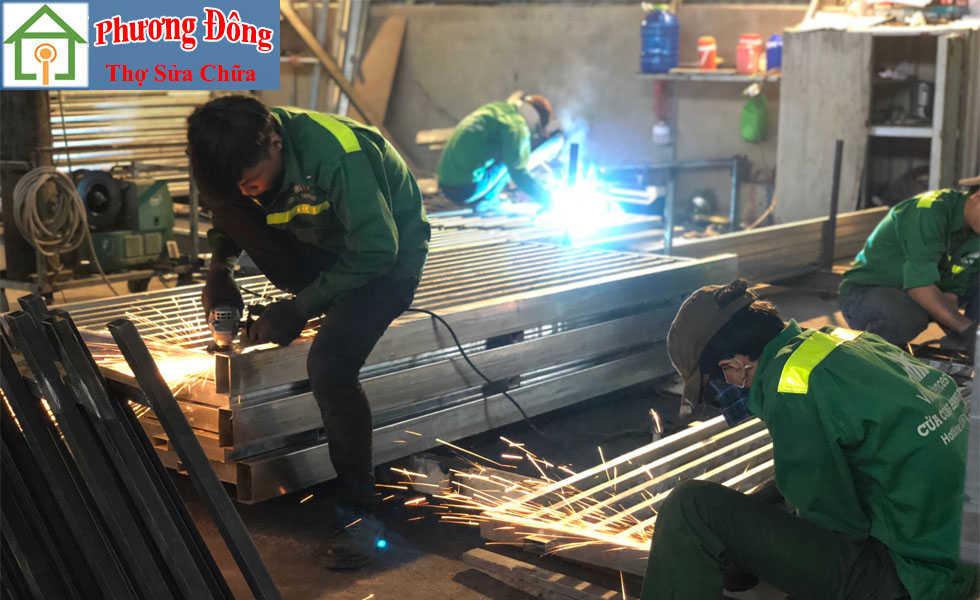 Thợ sửa cửa sắt tại Cầu Giấy