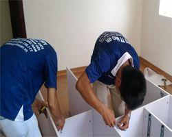 Thợ tháo lắp tủ gỗ tại Hà Nội an toàn chuyên nghiệp
