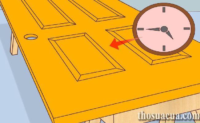 Để cho sơn cửa khô hoàn toàn
