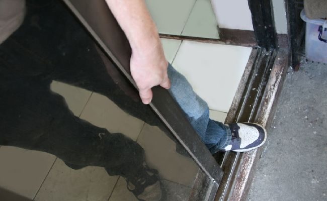 Cách làm sạch cửa kính bước 11