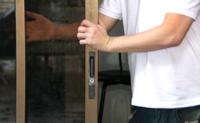 Cách làm sạch cửa kính bước 12