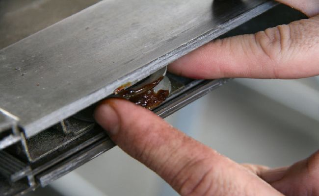 Cách làm sạch cửa kính bước 7