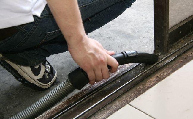 Cách làm sạch cửa kính bước 8