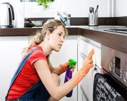 Tủ bếp bị dính bẩn ? – Nguyên nhân và cách giải quyết
