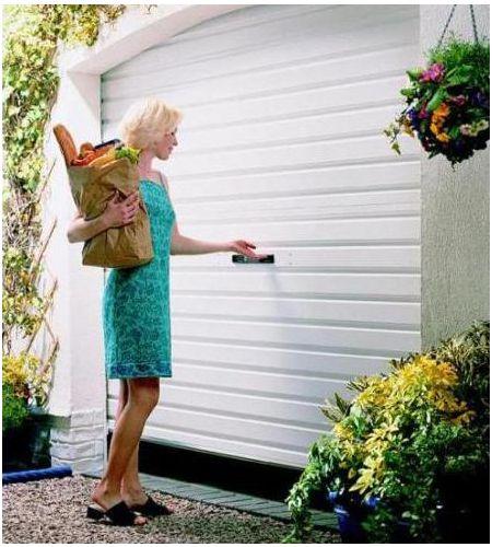 Sửa cửa cuốn kéo tay tại nhà