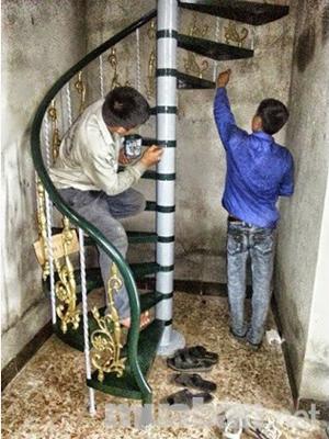Thợ sửa cầu thang sắt