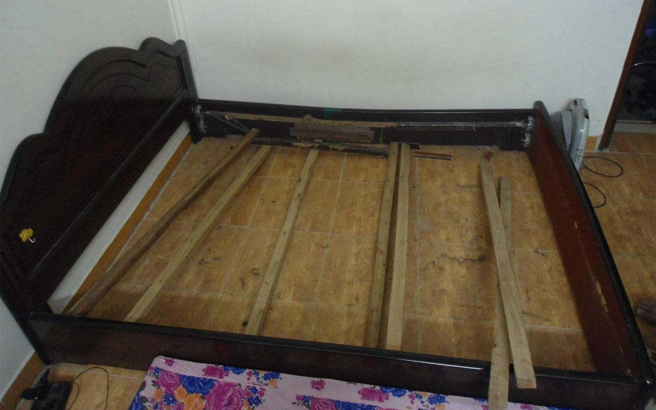 Giường ngủ bị gãy vai